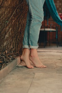barefoot-feet-tip-toes-2326295